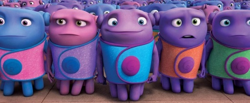 HOME_sq1400_s15.sq8001_12_f144_v2.0 Oh (Jim Parsons), in blue, is a Boov who longs for friendships with other relationship-phobic Boov. Photo credit: DreamWorks Animation.